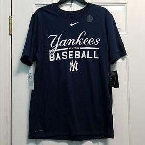 2/$30 NWT Men's size L Yankees tee